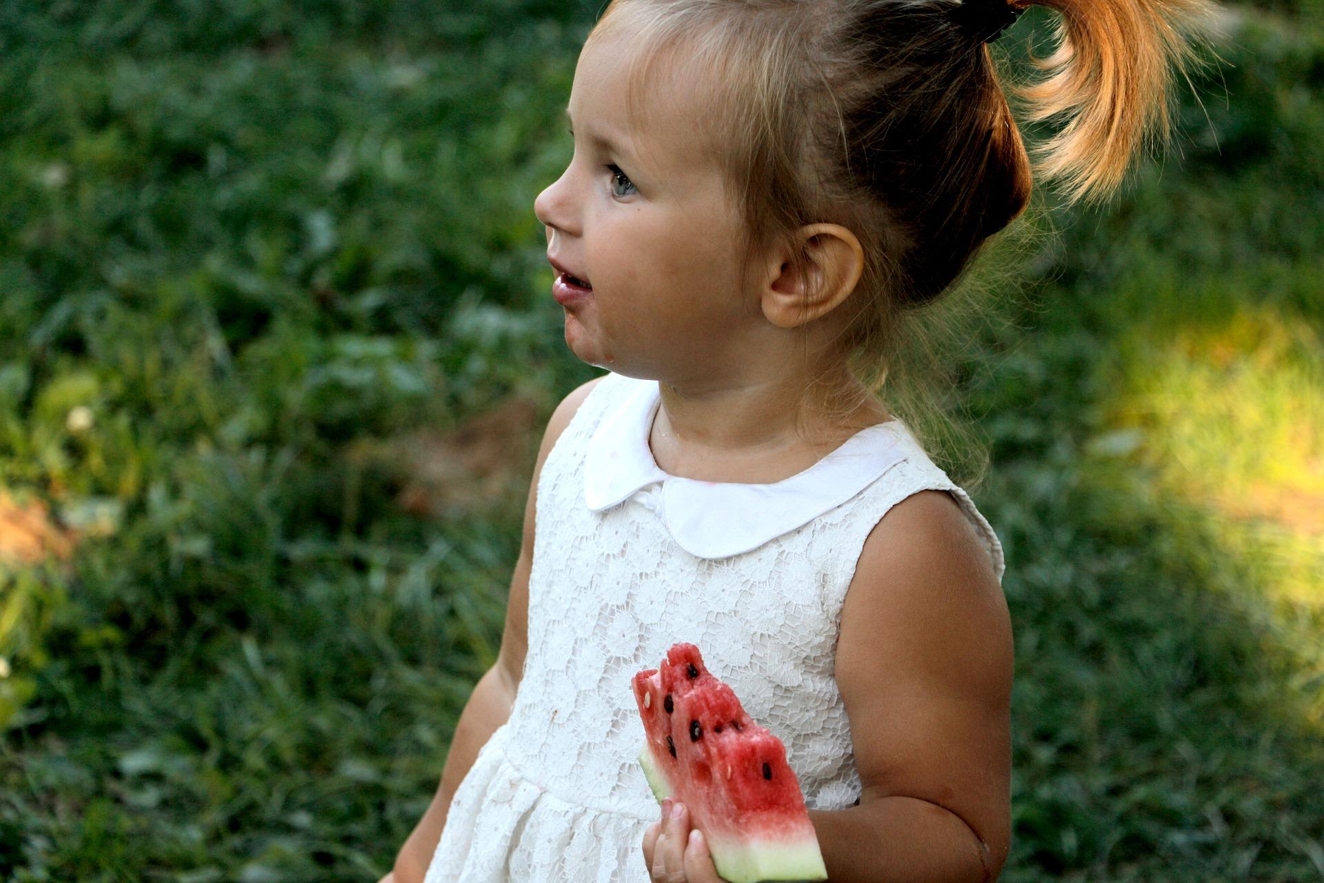 Kind mit Melone
